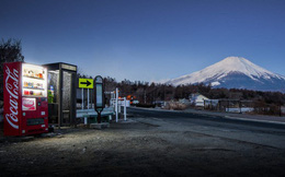"""Vẻ đẹp rực rỡ trong đêm của những chiếc máy bán hàng tự động """"cô độc"""" trên khắp các nẻo đường Nhật Bản"""