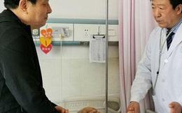"""Cha ruột qua đời trước mắt, vị bác sĩ nén đau thương tiến hành ca phẫu thuật nguy hiểm: """"Bệnh nhân cần tôi hơn"""""""