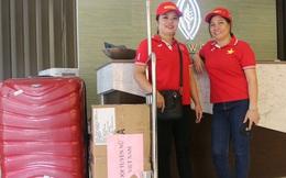 """Hai """"fan cứng"""" vượt khó khăn tới Philippines tiếp tế 60kg thực phẩm cho tuyển nữ Việt Nam"""