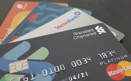 Thẻ ATM và thẻ tín dụng có thể bị siết quản lý