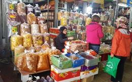 Đồ khô, bánh kẹo, mứt tết đã tràn ngập thị trường Hà Nội