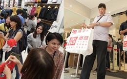 """UNIQLO Đồng Khởi chính thức mở cửa, khách trung niên mua """"ác"""" nhất"""