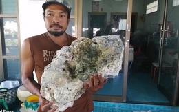 """Anh chàng nhặt rác trên biển vô tình trở thành triệu phú sau khi tìm thấy """"bãi nôn"""" trị giá 16 tỷ của cá voi"""