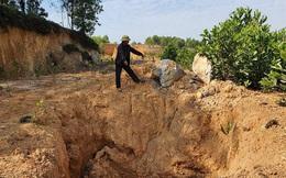 Chất lạ bốc mùi hôi thối trong những hố chôn bí mật ở Hà Nội rất độc hại