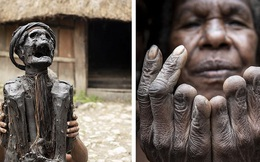 Bộ tộc có tập tục mai táng kỳ lạ nhất thế giới: Hun khói tổ tiên mỗi ngày để bảo quản xác, phụ nữ phải chặt một đốt tay khi người thân qua đời
