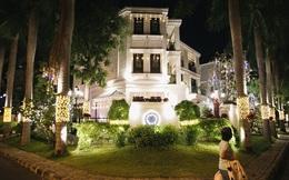 """Những biệt thự triệu đô tại phố nhà giàu Sài Gòn trang hoàng Giáng sinh lộng lẫy như """"lâu đài"""", nhiều người choáng ngợp về độ hoành tráng"""