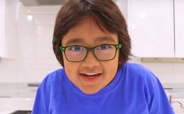 Kiếm 600 tỷ/năm, cậu bé 8 tuổi trở thành YouTuber thu nhập cao nhất thế giới