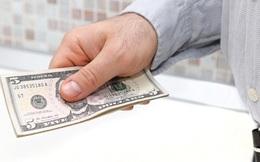 Cho người đàn ông 5 USD, 10 năm sau, vị luật sư nhận được 1 bức thư với lời đề nghị khiến anh thay đổi số phận