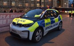 Cảnh sát Anh chi hàng triệu USD mua xe điện bảo vệ môi trường, nhưng muốn bắt cướp phải chờ sạc pin