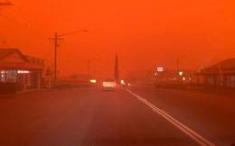 'Bầu trời máu' đáng sợ xuất hiện, cả thế giới cầu nguyện cho nước Úc