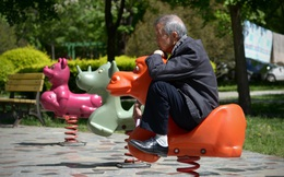 Người già Trung Quốc cô đơn, tìm bạn tình ngoài công viên khiến bệnh HIV bùng phát