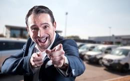 Trong hàng chục người cùng đưa danh thiếp, làm sao để khách hàng nhớ đến bạn và chốt sales?