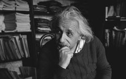 """Albert Einstein từng cảm thán """"Thật kỳ lạ khi được cả thế giới biết đến nhưng vẫn rất cô đơn""""! Suy cho cùng, người càng thông minh thì càng bất hạnh!"""
