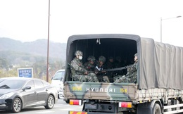 Số người nhiễm Covid-19 tăng vọt lên 763, Hàn Quốc cách ly gần 8.000 binh sĩ