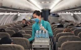 Vietnam Airlines điều chỉnh tiêu chuẩn dịch vụ trên đường bay Hàn Quốc: Ngừng cung cấp suất ăn nóng, không phục vụ báo, gối, duy trì nhiệt độ 26 độ C