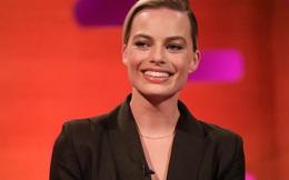 """Bông hồng Hollywood Margot Robbie tuyệt đỉnh thanh lịch trong thiết kế """"Đi nhặt Hạt Sương Nghiêng"""" của nhà mốt Công Trí"""