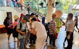 Phòng tránh virus corona: Vinpearl Nha Trang lập trạm, mời nhân viên Vinmec đo thân nhiệt du khách tại cổng tiếp đón