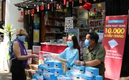 First News tặng 10.000 khẩu trang miễn phí tại đường sách Nguyễn Văn Bình