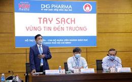 TP.HCM: Giáo viên tiểu học được DHG Pharma tài trợ gel rửa tay phòng dịch