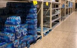 Dân Mỹ ồ ạt tích trữ nước đóng chai vì Covid-19, riêng một thương hiệu 'trường tồn' trên kệ hàng không ai muốn mua!