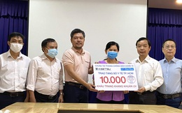 First News và Trúc Quang tặng 20.000 khẩu trang cho Sở Y tế TPHCM và Fahasa