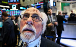 """""""Cơn ác mộng"""" Covid-19: """"Thủ phạm"""" cuỗm mất 5.000 tỷ USD của thị trường tài chính thế giới trong tuần qua, đè bẹp hàng loạt ngành sản xuất - dịch vụ, kéo tụt tăng trưởng kinh tế toàn cầu"""