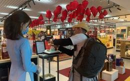Ngành bán lẻ 'quay cuồng' vì Covid-19: Siêu thị sụt giảm 1/2 lượng khách đến mua sắm, có doanh nghiệp phải cho nghỉ tới 80% nhân viên bán hàng
