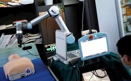 Trung Quốc chế tạo cánh tay robot giúp chăm sóc bệnh nhân Covid-19