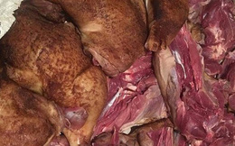Rợn người món thịt gà tây đặc sản tràn ngập thị trường Tết