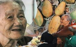 """Cụ bà 90 tuổi bán trái cây trước cổng Vincom và câu chuyện ấm lòng của người Sài Gòn: """"Mua chẳng cần lựa, gặp cụ là dúi tiền cho thêm"""""""