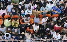 Ảnh: Sân bay Tân Sơn Nhất chật kín người dân đón Việt kiều về quê ăn Tết Canh Tý 2020, trẻ em và người lớn ngủ vật vờ dưới sàn