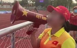 """Fan Việt bức xúc với câu hát """"Bay lên trời là em bay ra ngoài"""": """"Phản cảm, nhức đầu, đối thủ chẳng hiểu gì mà lại khiến đội nhà mất tập trung"""""""