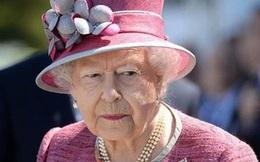 """Nữ hoàng Anh ủng hộ """"cuộc sống mới"""" của vợ chồng Hoàng tử Harry"""