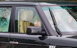 """Nữ hoàng Anh tái xuất sau cú sốc hoàng gia, chuẩn bị đưa ra thông báo mới trong khi Meghan Markle bị """"bóc phốt"""" làm màu ở Canada"""