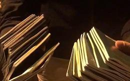 Bới tung bãi rác tìm 29 cuốn hộ chiếu cho du khách
