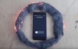"""Sự thật về video """"sóng iPhone đốt cháy bùi nhùi thép"""""""