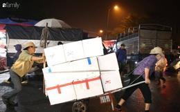 Tết đang gõ cửa từng nhà nhưng với nhiều người lao động ở chợ đầu mối Long Biên, Tết vẫn là những ngày vất vả mưu sinh cùng bát bún ăn vội vàng giữa đêm muộn