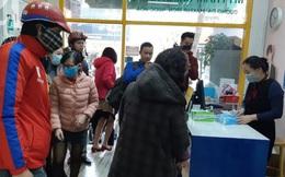 Hà Nội: Kinh hãi cảnh tranh giành mua khẩu trang tại chợ thuốc lớn nhất