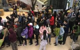 Hàng trăm người dân xếp hàng mua khẩu trang phòng dịch Corona ở chợ thuốc lớn nhất miền Bắc