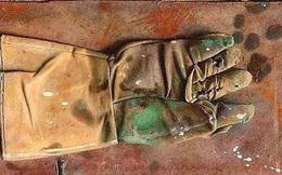 Chiếc găng tay rách và cái giá 23 tỷ đồng: Giá trị không thể nhìn thấy bằng mắt thường mới là thứ giá trị nhất