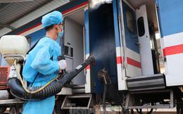 Tận thấy quy trình khử trùng tàu hỏa trước khi chở khách ở ga Sài Gòn