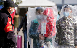 Thành phố ngay sát tâm dịch Vũ Hán phát hiện 13.000 người có triệu chứng sốt