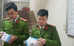 Hà Nội: Phát hiện nam thanh niên ôm 90.000 cái khẩu trang, bán cao gấp 8 lần