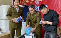 VIDEO: Rợn người chứng kiến sản xuất khẩu trang từ... giấy vệ sinh tại Hà Nội
