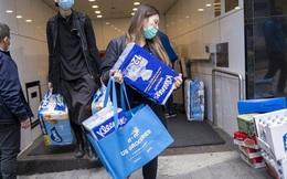 SCMP: Thay vì lùng sục Hermès, Gucci, Chanel, tín đồ hàng hiệu Trung Quốc săn nước rửa tay, giấy vệ sinh