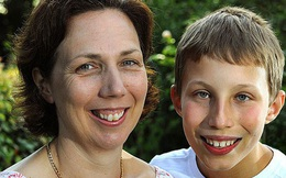 Cậu bé thiên tài, chiếm 0.0003% dân số thế giới suýt không chào đời vì chẩn đoán khó tin của bác sĩ