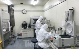 Bên trong phòng nuôi cấy virus Corona đặc biệt ở Việt Nam
