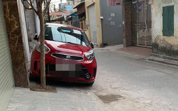 Đỗ xe chắn cửa nhà hàng xóm, chủ xe để lại mảnh giấy khiến chủ nhà liền thay đổi cảm xúc
