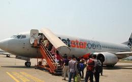Mang hàng lý xách tay quá ký, hành khách cự cãi, cắn tay nhân viên hàng không