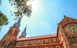 """Nhà thờ Đức Bà sau 2 năm trùng tu, dần lộ diện """"lớp áo mới"""""""
